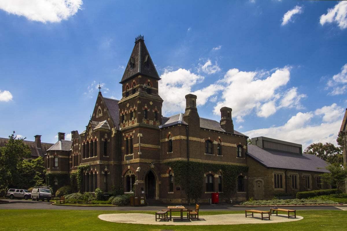 留学澳洲,家长必读:公立学校VS私立学校!到底选哪个?