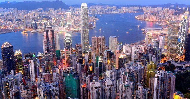 香港的各大院校凭借较高的教育水平,跻身世界名校之列,吸引了来自世界各地前往留学,中国
